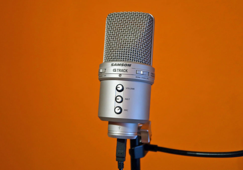 microphone-2247471_1920